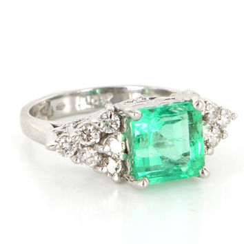 Vintage 14 Karat White Gold Natural Emerald Diamond Cocktail Ring Estate Jewelry