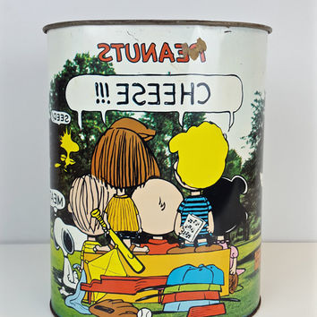 Vintage Peanuts Charlie Brown Trash Can Snoopy Collectible Waste Basket Garbage Can 1960s Cartoon Charles Schulz Print Can Linus Lucy Retro