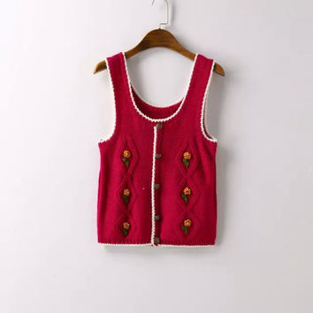 Embroidered Sleeveless Knitted Shirt