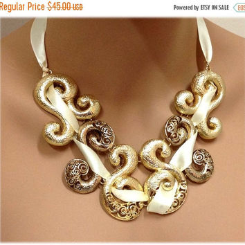 fashion jewelry set, formal jewelry set, Golden chunky necklace , Ribbon twisted necklace, bib necklace , Gold tone necklace earrings set