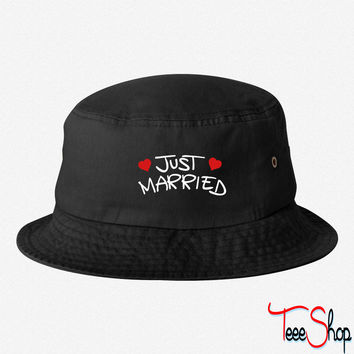 just married (2) bucket hat