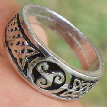 Triskele Celtic Triskelion Ring Trinity Triquetra Druid Norse Pewter Ring Silver