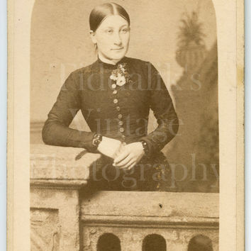 CDV Photo Carte de Visite Victorian Young Pretty Slim Woman, Tied Back Hair Portrait - J Davis of Lancaster Lancashire - Antique Photograph
