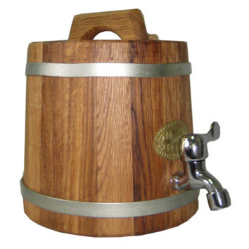 Wooden barrel for alcoholic drinks. 3L