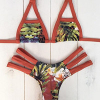 HOT PRINT HOLES GREEN LEAF TWO PIECE BIKINIS