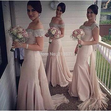 2017 Off Shoulder Sleeveless Beaded Crystals Bodice Prom Party Formal Gowns Elegant Light Pink Mermaid Satin Bridesmaid Dresses