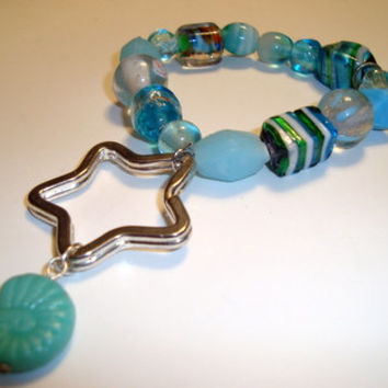 Seafoam Green Fossil Bead on Star  Key Ring bracelet - Glass Beads in Turquoise, Silver and White - Elastic Bracelet - Carry Keys