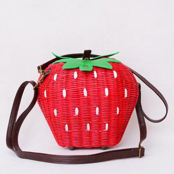 2016 Fruit Bags Fashion Strawberry Hand-made Cane Women Shoulder Bags Beach Rattan Straw Girl Portable Handbag Vintage Casual