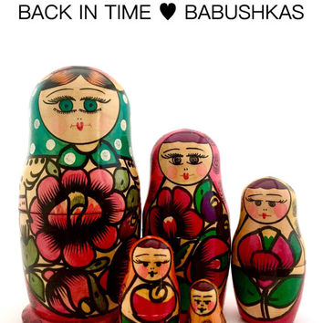 Vintage Nesting Doll. USSR Polkhovsky Maidan Nesting Dolls, Matryoshka Doll, Russian Doll, Stacking Doll. Colorful Cheery Set of Five.