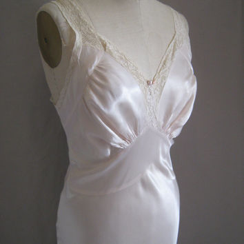 Vintage 40s Romantic Holllywood GLAM Ivory Satin NIGHTOWN Bias Cut Lace Trimmed  WWIII Era Super Sexy Bust:47""