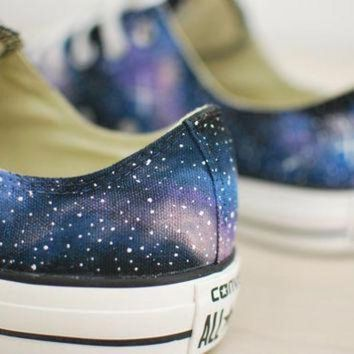 DCCK1IN hand painted galaxy chuck taylor all star converse low tops
