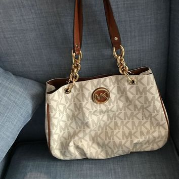 michael kors, white purse, hand bag, Michael Kors Purse, Micheal Kors bag,
