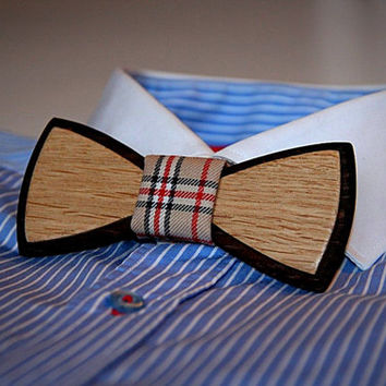 Unique handcrafted wooden bow tie. Houndstooth textile. Two kinds of wood used #JVbowtie