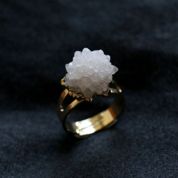 Raw crystal ring, White Druzy Agate Ring adjustable,raw quartz ring,gemstone ring,statement ring,dip gold ring,stone ring, forefinger ring