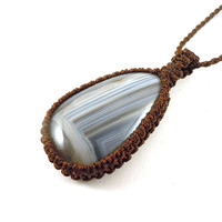 Agate necklace, macrame necklace, banded agate pendant, healing crystal, agate jewellry, Libra healing, Capricorn gift idea, wrapmeacrystal