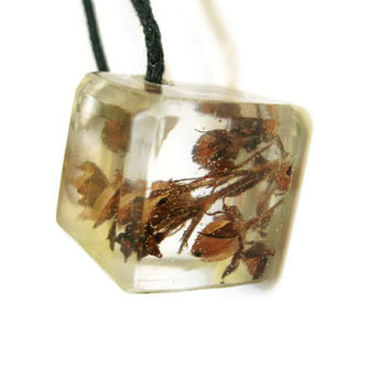 Cube Pendant, Necklace with Real Flowers, Resin Cube Necklace, Geometric Necklace, Natural Botanical Necklace, Handmade Resin Jewelry, Gift