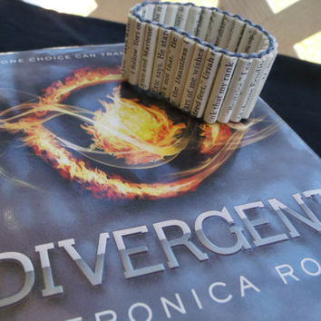 On Sale-Made to order Divergent paper bead bracelet