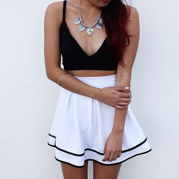Black vest and white skirt two - piece BUYQR