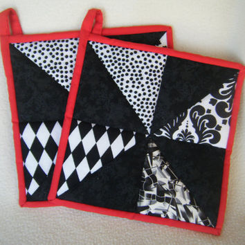 Modern Black and White Quilted Potholders - Set of 2 - HANDMADE BY ME