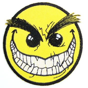 """Smiley Vampire Face Acid Rave Iron On Embroidered Patch 3""""/7.6cm"""