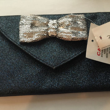 disney parks minnie mouse bow sparkle glitter blue wristlet new with tag