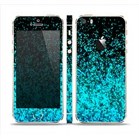 The Black and Turquoise Unfocused Sparkle Print Skin Set for the Apple iPhone 5s