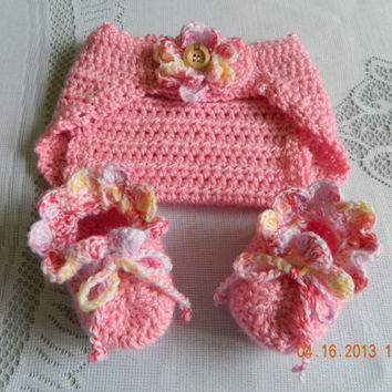 Girls Baby Couture crocheted diaper cover set in pinks,ruffled edge with matching booties, photo prop/Newborn/FREE Shipping