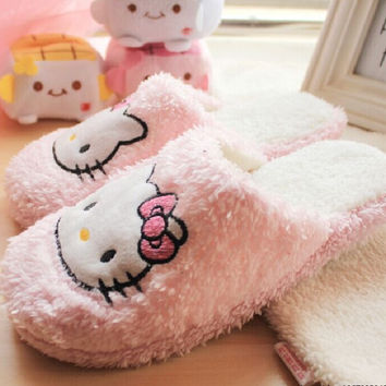 Autumn Winter Fashion Cute Cartoon Hello Kitty Home Slippers Women Indoor Shoes Pantufas Pantufa Soft House Shoes Plush Slippers