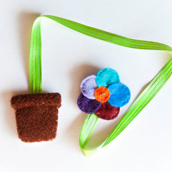 Felt flower bookmark, with planter and green ribbon