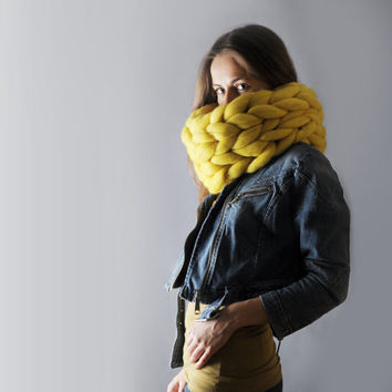 SALE! Super chunky infinite scarf. Cowl. Snood. Chunky scarf. Infinite scarf. Big yarn scarf. Merino wool