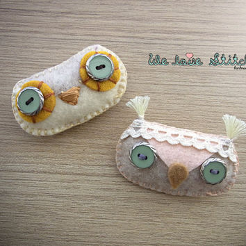Felt owl Brooch - button and lace - handmade - READY TO SHIP
