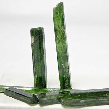 Chrome Diopside Gemstone Rough Jewelry Points 4.7 grams