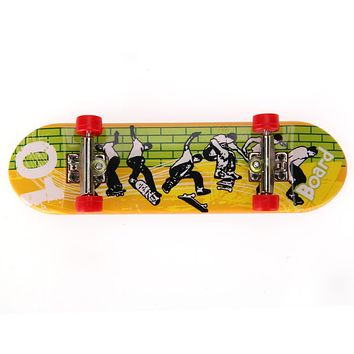Plastic Mini Finger Skateboarding Fingerboard Toys Finger Scooter Skate Boarding Classic Chic Game Boys Desk Toys Mini Tools
