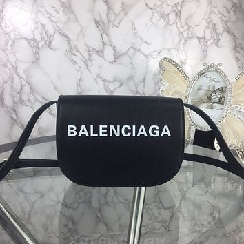 BALENCIAGA WOMEN'S LEATHER INCLINED SHOULDER BAG