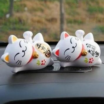 Solar Powered  Maneki Neko Lucky Waving Beckoning Fortune Cat Car Decor White