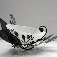 Metal foliage nest with a micro English fine bone china bowl