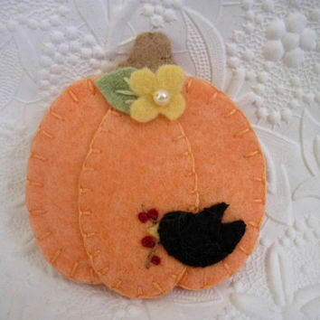 Felt Brooch Pumpkin Crow Halloween October Primitive Jewelry Penny Rug