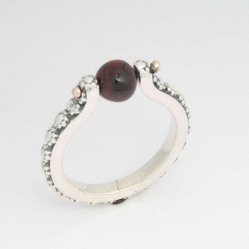 Woodland silver gemstone ring - Thin floral sterling silver ring combined gold with red garnet stone - I feel.