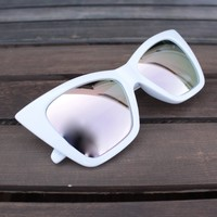 FINAL SALE - QUAY X SHAY MITCHELL - vesper iridescent sunglasses - white