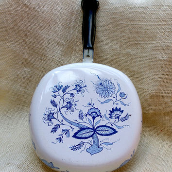 Blue Onion Enamel ware Skillet // Blue Danube Frying Pan
