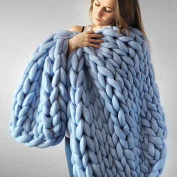 Grande punto. Super chunky Small/Medium blanket. Chunky knit blanket. Cozy blanket. Merino wool.