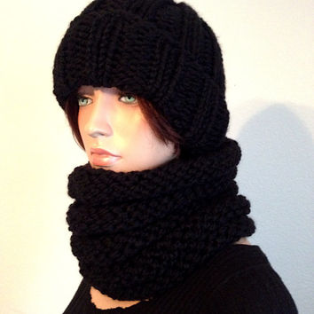 Knitted Hat and Cowl Set in Black