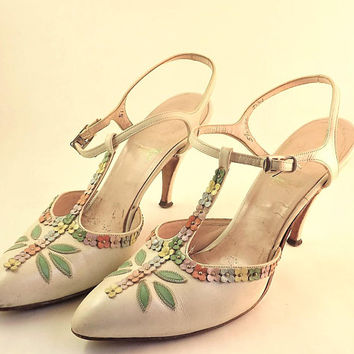 White Flower Shoes, Stiletto Shoes Vintage T Strap Shoes, Womens Spike Heel Floral Shoes, High Heel Shoes, Size 5 1/2 Narrow AAA Triple