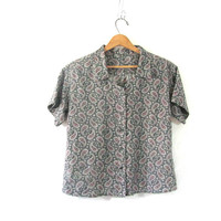 20% OFF SALE...vintage cropped blouse. paisley smock top with pocket. short sleeve t shirt. Button up. size M