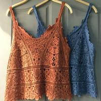 Vest hollow lace shirt blouses summer sleeveless blouse color outside the ride Waichuan knitted crochet straps