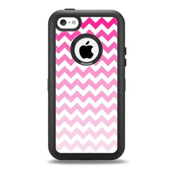 The Pink & White Ombre Chevron Pattern Apple iPhone 5c Otterbox Defender Case Skin Set