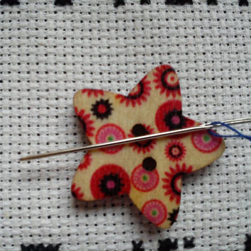 Red, black and pink circles pattern Star shaped button magnetic needle minder (needle nanny, needle keeper)
