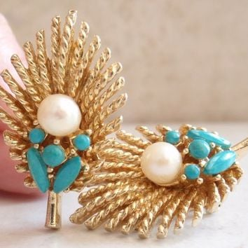 ART Natural Pearl Earrings with Turquoise Cabochons Gold Tone Leaf Arthur Pepper Mode-Art Clip On Vintage