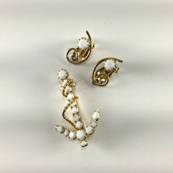 Milk Glass Demi Parure, Nautical Beach Jewelry, Cape Cod Style, The Hamptons, Anchor and Hook Brooch and Earrings, Stylized Jewelry