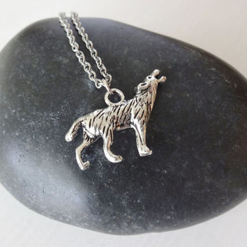 Wolf Necklace in Silver - Hypoallergenic Chain